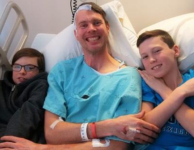 « Le coaching en matière de cancer nous a beaucoup aidés, ma famille et moi, à réduire notre anxiété, à rester positifs et à profiter de cette dernière année et demie au cours de laquelle le cancer a fait partie de notre vie. Merci! » - Chris Moore