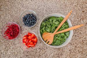 kale berry salad ingredients